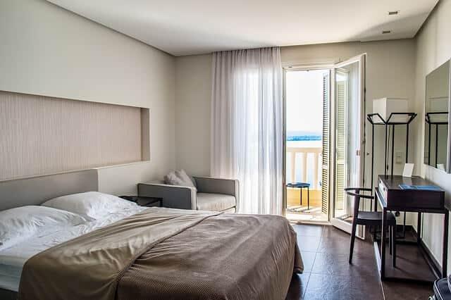 חדר מלון להמחשה בלבד - בתי מלון בלונדון שכדאי לשקול להגיע