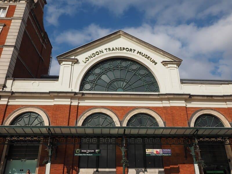 הכניסה למוזיאון התחבורה של לונדון